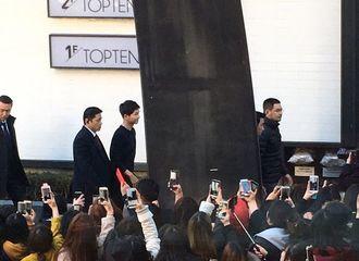 [新闻]170224 宋仲基出席代言品牌签名会  黑衣白鞋尽显邻家哥哥风范