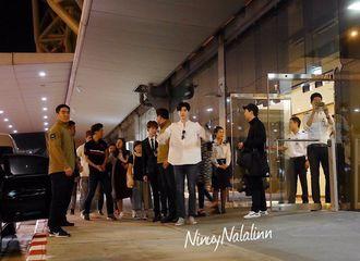 [新闻]170224 李钟硕深夜抵达泰国曼谷 众粉丝有序机场接机