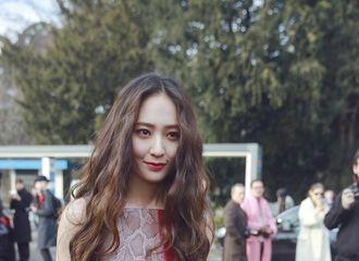 [分享]170225 郑秀晶出席2017秋冬米兰时装周Tod's大秀 令人心动的小仙女