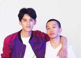 [新闻]170326 摄影师分享与吴磊合照 三石夹克搭配白衬衫干净大方