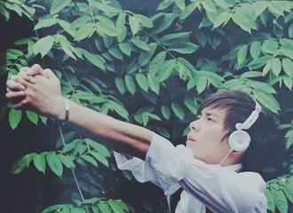 [分享]170327 李易峰早年青涩写真细嗅花朵 是帅气阳光的小嫩草
