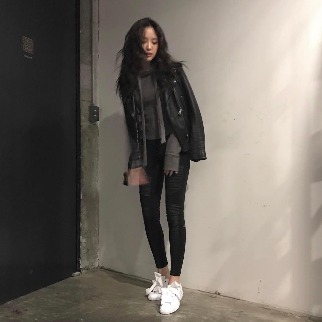 [新闻]170328 娜恩秀修长好身材 ALL BLACK时尚眼前一亮