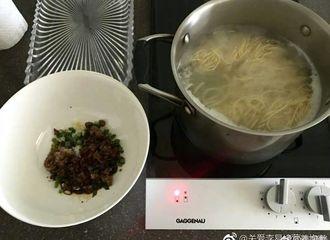 [分享]170526 李易峰同款臊子面做法大公开 峰哥喊你一起吃面喽!