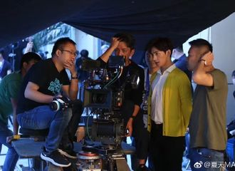 [新闻]170621 杨洋代言拍摄花絮曝光 不同眼神诠释两种魅力