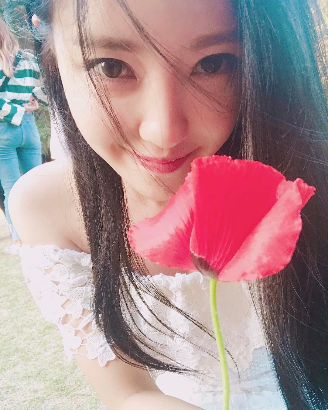 [分享]170622 T-ara孝敏 比花还美的花美貌 性感魅力展现