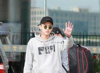 [分享]170624 吴亦凡北京飞成都穿着时尚科普 潮boy出发啦!