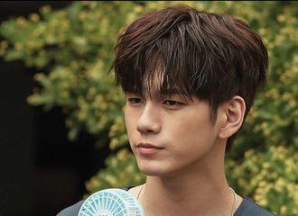 [新闻]170706 认真的男孩子最帅气  1ST LOOK官网更新杂志拍摄花絮照片