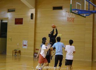 [分享]170723 韬韬打篮球展矫健身姿 穿卫衣一点肉也不露