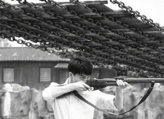 [新闻]170727 《建军大业》今日上映,青年战士马天宇接受大家检阅!