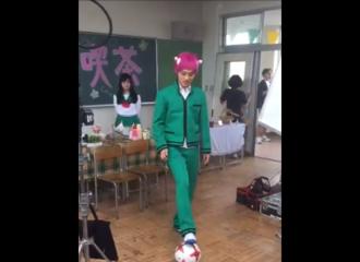 [新闻]171015 山崎贤人《齐木楠雄的灾难》幕后花絮之踢足球