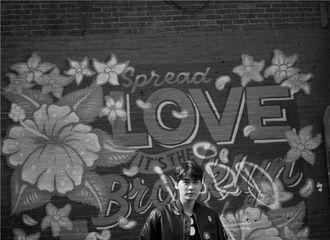 [分享]181016 去年今日|李易峰纽约街拍大片曝光 黑白光影之间内敛专注