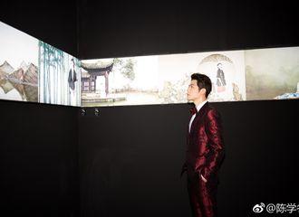 [新闻]171118 陈学冬出席芭莎150周年时尚艺术大展 红色西装复古绅士范儿