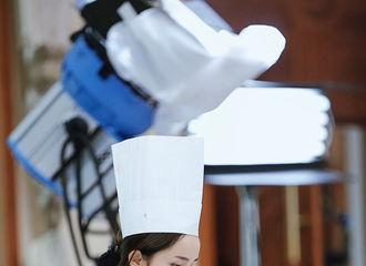 [分享]171119 杨幂独特造型回顾 蜜蜂:本人欲高薪聘请这位厨子!