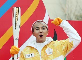 [新闻]180115 旻浩完成冬奥会圣火传递 冬日活力素担当