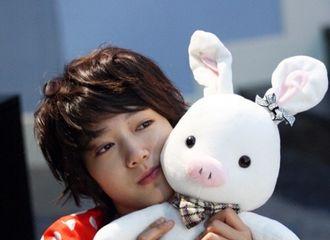 """[分享]180116 """"高美男!给我站住""""好怀念这个可爱的猪兔子"""
