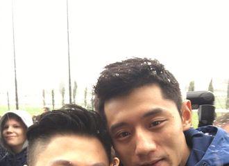 [新闻]180227 李小鹏张继科同框 世界冠军合影超养眼