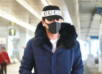 [新闻]180303 徐海乔今日长沙飞北京 一身蓝色外套格外醒目