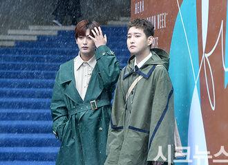 [新闻]180321 宰孝&B-Bomb出席HERA首尔时装周 雨雪中的两位美男子