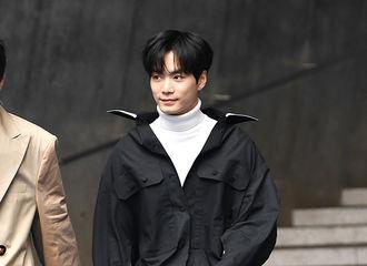 """[新闻]180321 """"今天是时尚KING""""…JR,灿烂的微笑天使"""
