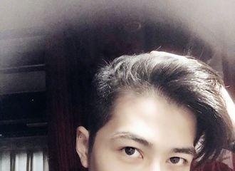 [新闻]180331 解锁新技能成功!陈学冬自己理发并晒帅气自拍