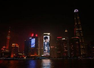 [新闻]180424 王源帅气海报亮相上海花旗大厦 参与活动点亮王源星球将启动大屏第三轮