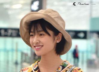 [新闻]180424 沈月深圳飞西安 机场展灿烂笑容