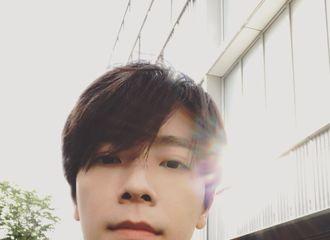 """[分享]180527 糟糕!是心动的感觉!李东海最新杂志采访公开称自己""""擅长洗碗"""""""