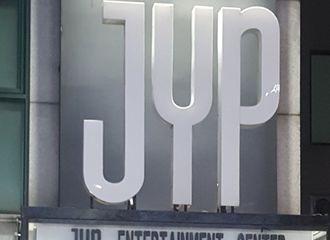 [分享]180623 全球之星尼坤生日倒计时D-1 已承包JYP门口横幅!