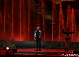 [新闻]180916 张杰汉中中秋晚会录制 绚丽舞台超稳现场表现