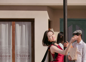 [分享]180916 茜影翩翩笑颜明媚 宋茜广告拍摄现场曼妙舞姿散发迷人魅力
