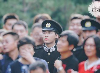 [新闻]180922 《隐秘而伟大》今日正式杀青 李易峰与导演拥抱表感谢