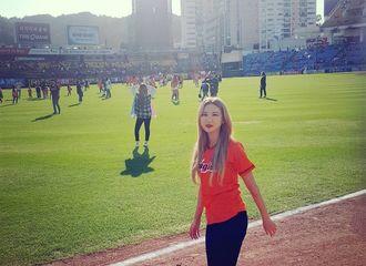 [分享]180922 棒球赛场捕捉女神LE 微笑温暖撩人