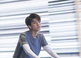 [新闻]180923 工作室发放小凯品牌宣传图,正撞心怀期待未来的王俊凯