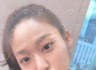 [新闻]180923 官咖上传雪炫自拍照 近距离的美貌暴击