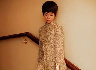 [新闻]180927 唐嫣新造型亮相巴黎时装周 帅气短发LOOK你打几分?