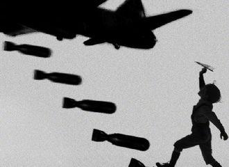 [新闻]181017 导演萧锋微博更新海报 宣布《大轰炸》取消上映