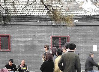 [分享]181020 北京一日观光客 IU现身南锣鼓巷被路人偶遇了!