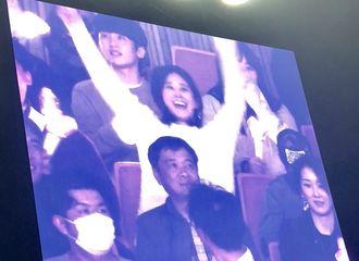 [分享]181020 被cue到了超兴奋!Yuri现身泰妍SOLO演唱会现场应援