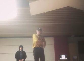 [分享]181115 迪迪:明明是我solo但焦点都不是我(feat.各位哥哥轮流路过)