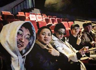 """[新闻]181120 温拿牌团魂~昇润影院""""偶遇""""旻浩认证中饭应援"""