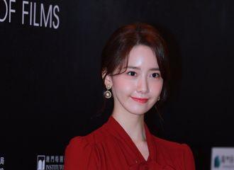 [新闻]181208 优雅端庄林大使  林允儿一袭红裙亮相澳门国际影展发布会
