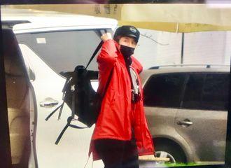 [新闻]190114 薛之谦启程前往北京 大红外套十足惹眼
