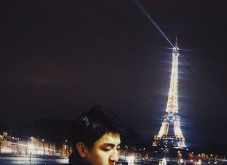 [新闻]190116 塞纳河畔铁塔之下 金瀚给海星们送去法国夜色