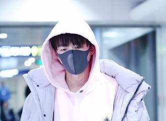[新闻]190116 摩登兄弟刘宇宁现身北京机场 今天是粉色小王子