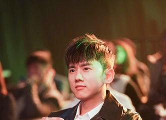 [新闻]190120 中国文娱金数据盛典张杰带来精彩表演 并获年度人气歌手荣誉