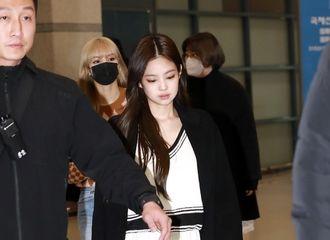 [新闻]190121 仙女们到家啦!BLACKPINK结束雅加达演唱会清晨抵韩