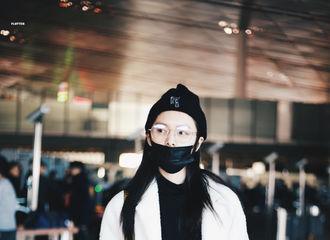 [新闻]190121 傅菁北京飞上海出发 今天是戴金丝边眼镜的英俊帅崽!