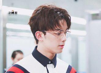 [分享]190217 带上眼镜的吴磊超A 眼镜磊男友力爆棚