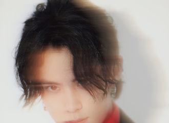 [新闻]190219 花好月圆夜,王鹤棣红黑色彩搭配展现少年英气