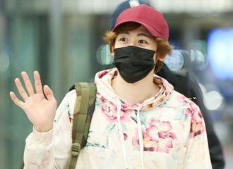 [分享]190221 帅气小红帽出发来北京了!尼坤现身机场为慈善活动启程